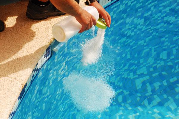 Entretien d'une piscine produits d'entretien
