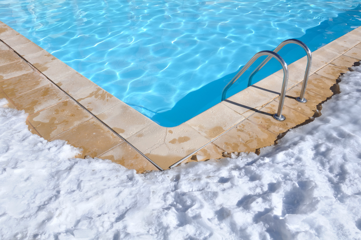 l hivernage actif de la piscine en hiver promo piscine bois. Black Bedroom Furniture Sets. Home Design Ideas